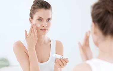 Acne make-up: use a mattifying moisturiser