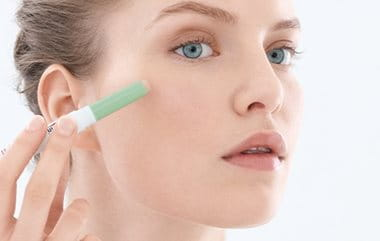 Acne coverage make-up: concealer